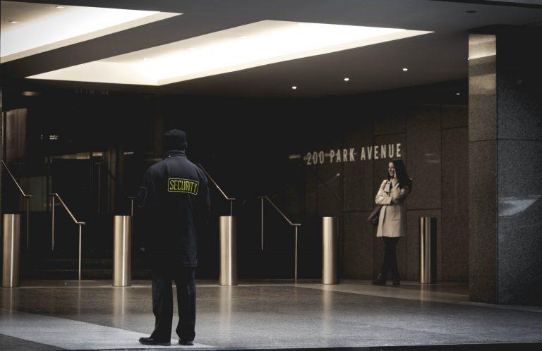 Sicherheit an einem Geschäftsort bieten